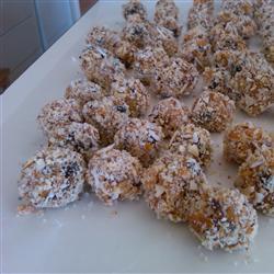 Apricot Pecan Balls