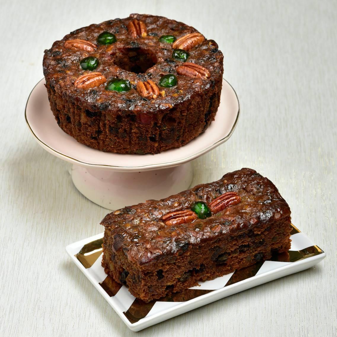 Dark Fruit Cake Detailed