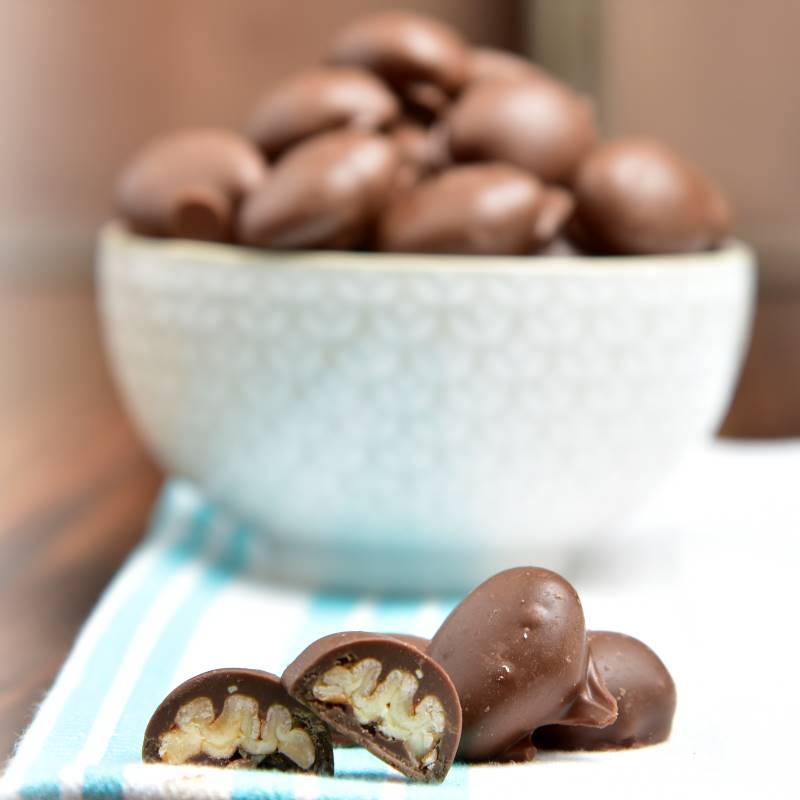RESIZED_Choco_Pecans_Pg23.png